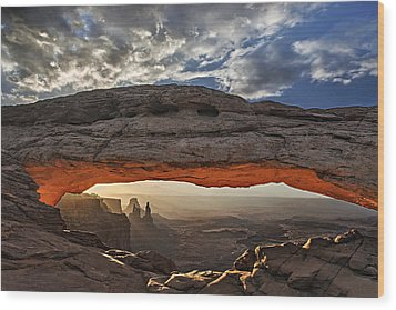 Sunrise At Mesa Arch Wood Print by Roman Kurywczak