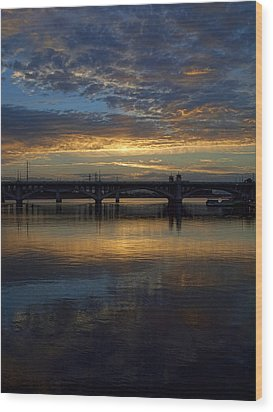 Sunrise At Tempe Town Lake Wood Print by Elaine Snyder