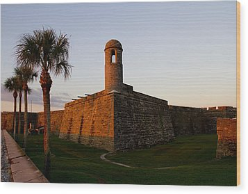 Wood Print featuring the photograph Sunrise At The Fort by Kathy Ponce