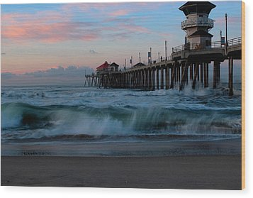 Sunrise At The Pier Wood Print by Duncan Selby