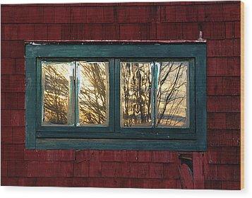 Sunrise In Old Barn Window Wood Print by Susan Capuano