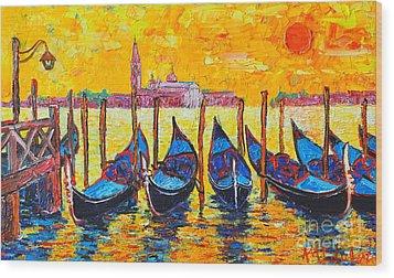 Sunrise In Venice Italy Gondolas And San Giorgio Maggiore Wood Print