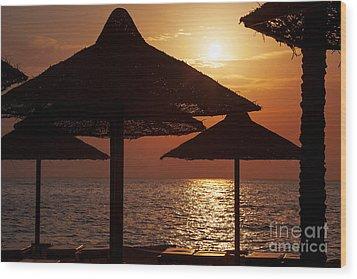 Sunrise On The Beach Wood Print by Jane Rix