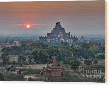 sunrise over Bagan Wood Print by Juergen Ritterbach