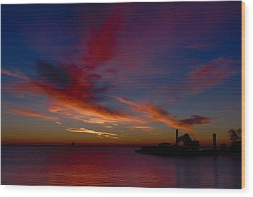 Wood Print featuring the photograph Sunrise Over The Port Of Milwaukee by Chuck De La Rosa