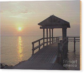 Sunrise Pier 1 Wood Print by D Wallace