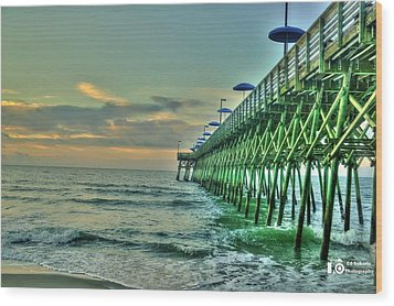 Sunrise Pier Wood Print by Ed Roberts