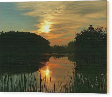 Sunrise Reflections Wood Print by Elaine Franklin