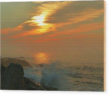 Sunrise Splash Wood Print by Elaine Franklin