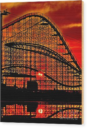 Sunrise Thru The Coaster Wood Print by Nick Zelinsky