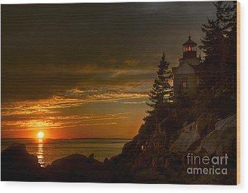 Sunset At Bass Harbor Lighthouse Wood Print by Oscar Gutierrez