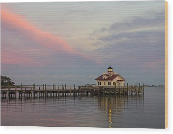 Sunset At The Lighthouse Wood Print by Gregg Southard