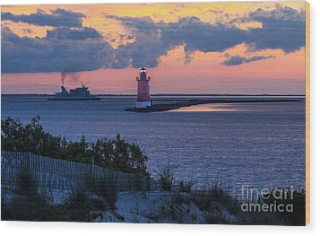 Sunset At The Point Wood Print by Robert Pilkington