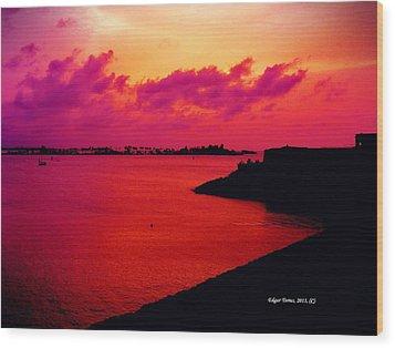 Sunset Bay Wood Print by Edgar Torres
