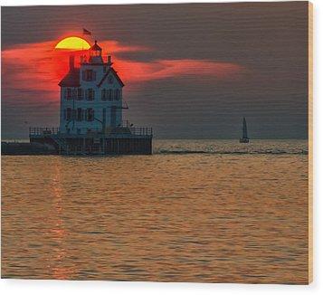 Sunset On Lighthouse Wood Print