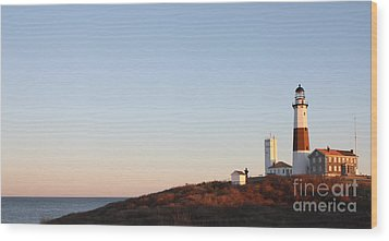 Sunset Over Montauk Lighthouse Wood Print by John Telfer