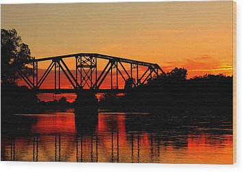 Sunset Over The Taylor Bridge Wood Print by Larry Trupp