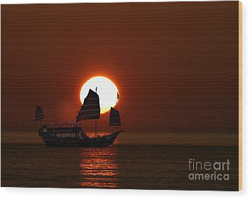 Wood Print featuring the photograph Sunset Sanpan by Shirley Mangini