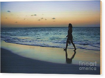 Sunset Stroll In Aruba Wood Print by Polly Peacock