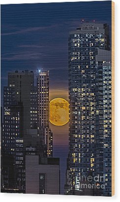 Super Moon Rises Over The Big Apple Wood Print by Susan Candelario