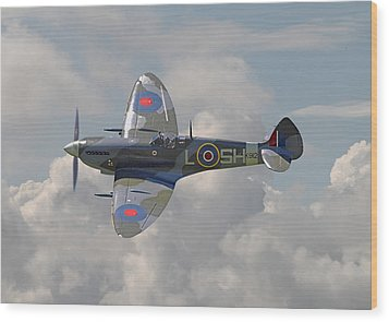 Supermarine Spitfire Wood Print by Pat Speirs