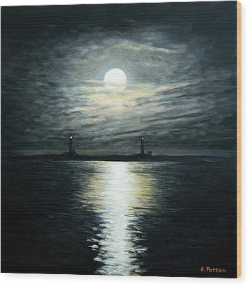 Supermoon Rising Over Thacher Island Wood Print by Eileen Patten Oliver