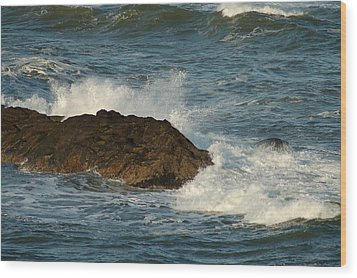 Surf And Rocks Wood Print by Ron Roberts
