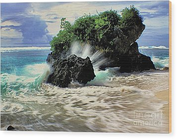 Surf Spray Wood Print by Scott Cameron