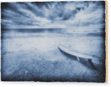 Surfboard On The Beach Wood Print by Skip Nall