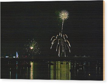 Susquehanna 4th Of July Spectacle Wood Print by Gene Walls