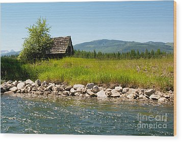 Swan River Cabin Wood Print by Vinnie Oakes