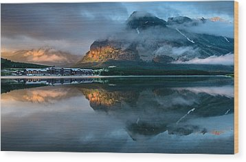 Swiftcurrent Lake Sunrise Wood Print