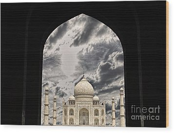 Taj Mahal -a Monument Of Love Wood Print by Vineesh Edakkara