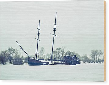 Tall Shipp At Jordan Marina Wood Print