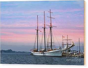 Tallship Empire Sandy Wood Print