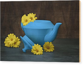 Tea Kettle With Daisies Still Life Wood Print by Tom Mc Nemar