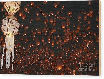 Ten Thousand Lantern Launch Wood Print by Nola Lee Kelsey