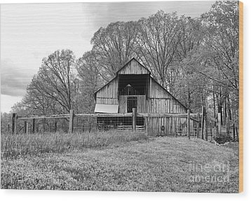 Tennessee Barn Bw Wood Print by Chuck Kuhn