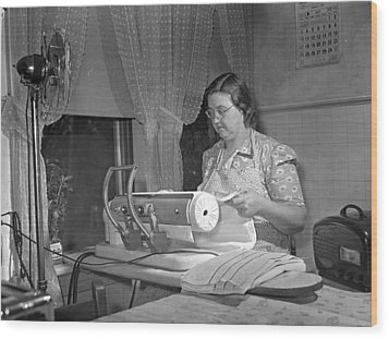 Tennessee Farm Wife, 1942 Wood Print by Granger