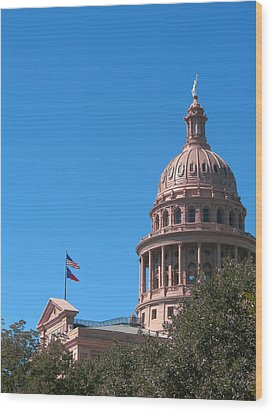 Texas State Capitol With Pediment Wood Print by Connie Fox