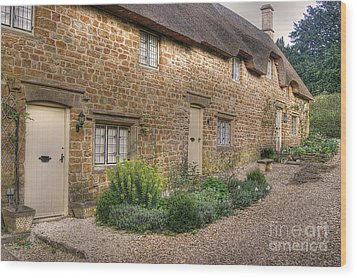 Thatched Cottages In Oxfordshire Wood Print