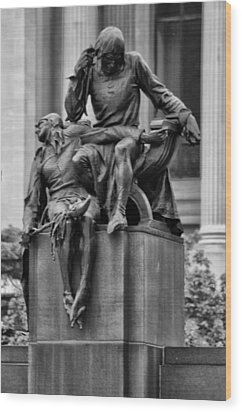 The Actor Statue Philadelphia Wood Print by Bill Cannon