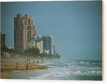The Beach Near Fort Lauderdale Wood Print by Eric Tressler