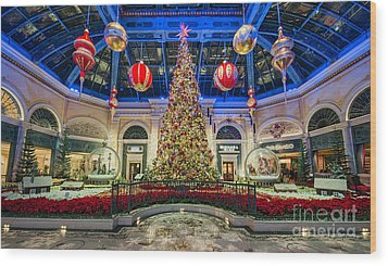 The Bellagio Christmas Tree Wood Print