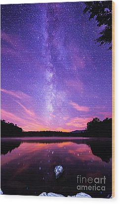 The Bold And Beautiful Milky Way Wood Print by Robert Loe