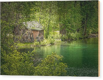 The Cottage By The Lake Wood Print