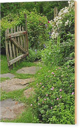 The Cottage Garden Walkway Wood Print by Thomas Schoeller