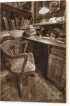 The Editor's Desk Wood Print by ELDavis Photography