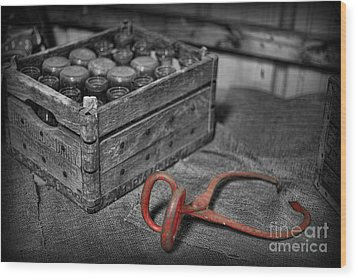 The Farmer's Milk Crate  Wood Print by Lee Dos Santos