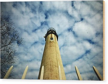 The Fenwick Light And A Mackerel Sky Wood Print by Bill Swartwout